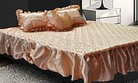 Атласное покрывало на кровать с рюшами