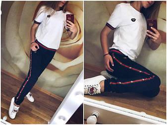 Модный легкий женский спортивный костюм футболка и штаны на манжетах с лампасами белый, фото 2