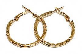 Булатные серьги-кольца с рифлением. Цвет: позолота. Диаметр: 3 см. Ширина: 2 мм.