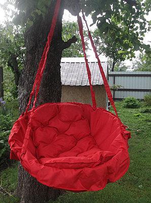 Подвесное кресло-качель, гамак красного цвета