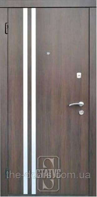 Дверь входная Статус модель М408 с молдингом