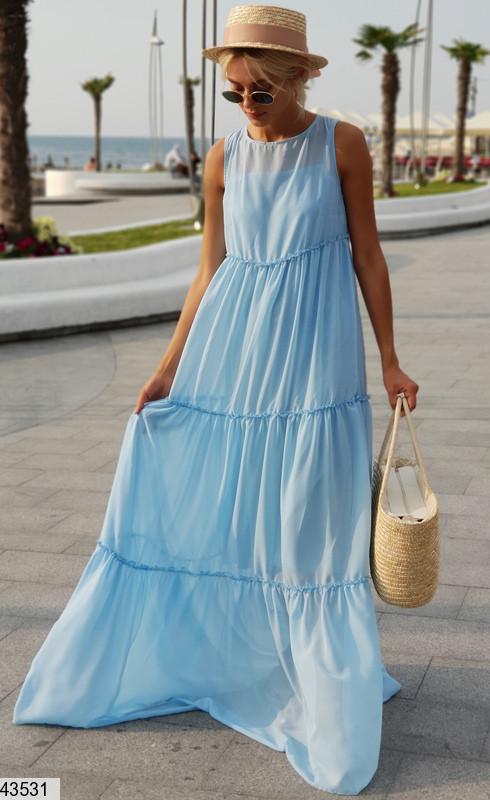 Нежное платье макси широкого кроя без рукав одного тона голубое