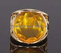 Интересное кольцо с фианитом, покрытое золотом (130851)