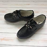 Закрытые черные школьные туфли с камешками