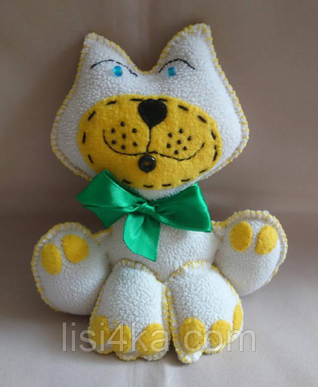 Интерьерная текстильная игрушка ручной работы в виде котика
