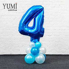 Цифра 4 на подставке из шаров