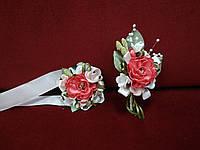 Свадебные бутоньерки из пиона коралловые (бутоньерка и цветочный браслет)