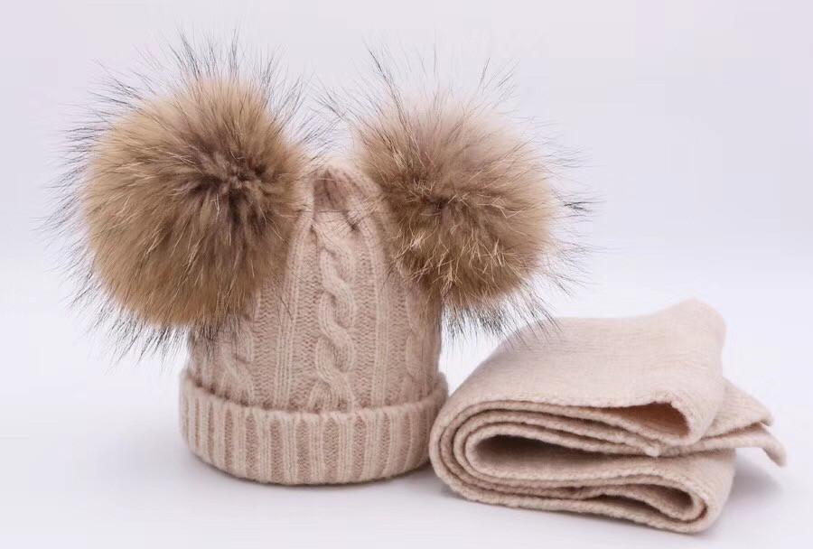 Детский набор шапка и шарф c двумя меховыми помпонами бежевый