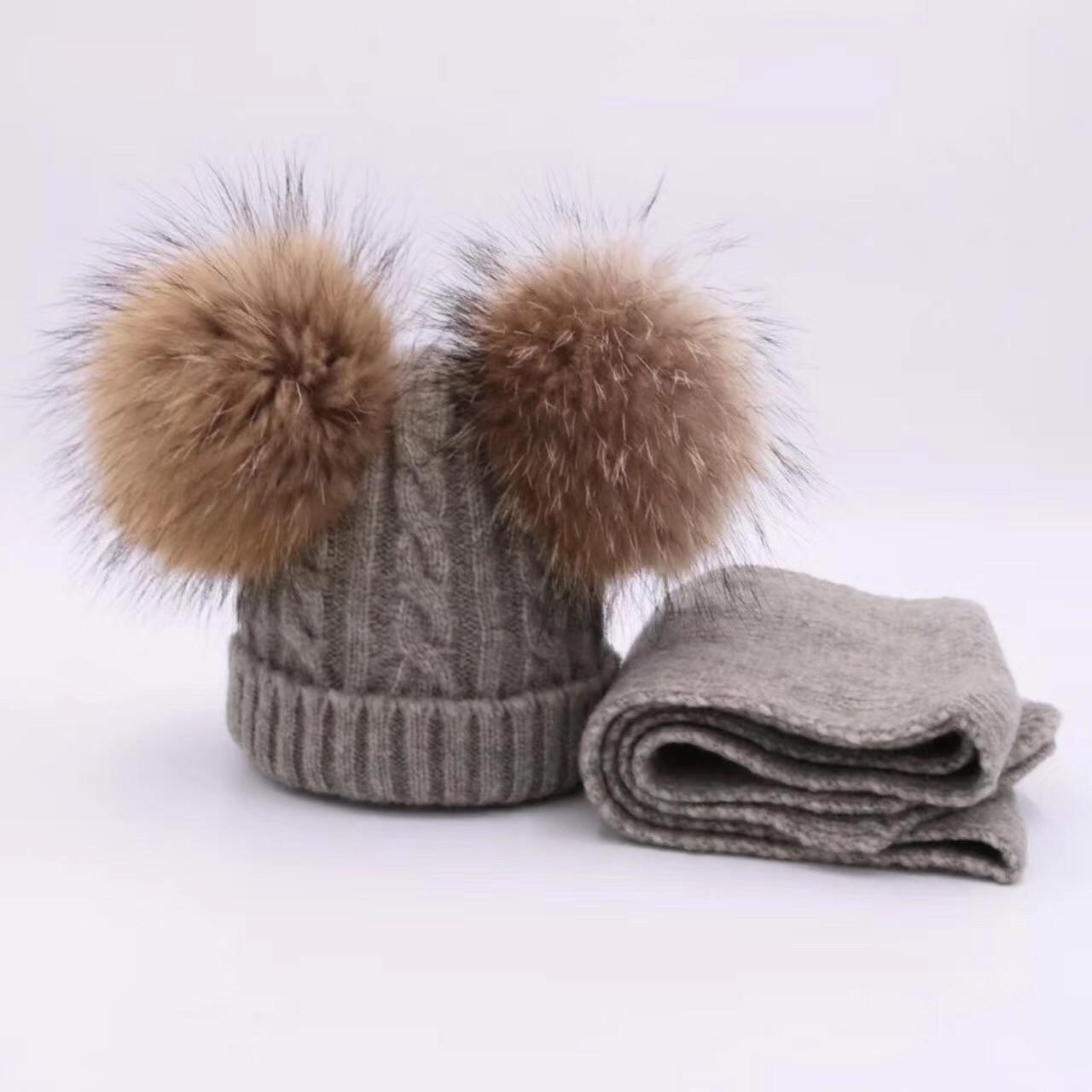 Детский набор шапка и шарф c двумя меховыми помпонами серый