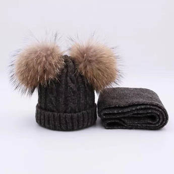 Детский набор шапка и шарф c двумя меховыми помпонами темно-серый