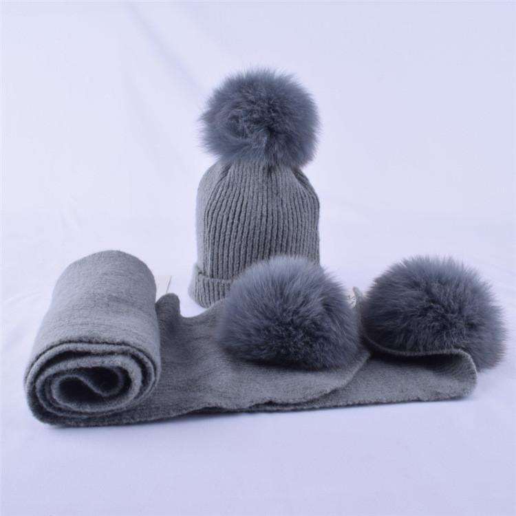 Детский набор шапка + шарф с помпонами серый