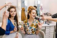 Что предпринимает салон красоты для того чтобы радовать постоянных клиентов и привлечения новых?