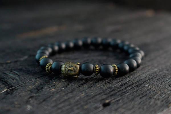 Браслет из оникса с бронзовым Буддой