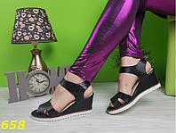 Босоножки на удобной танкетке с платформой шанельки черные, стильная женская летняя обувь 38 и 39, фото 1