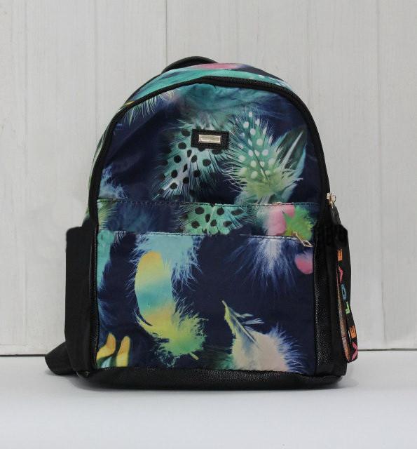 Красивый модный и практичный рюкзак в интересный принт