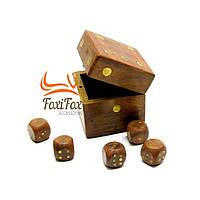 Набор игровых костей в коробке
