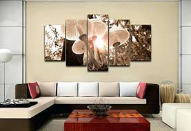 Изображение грибов напечатано на стеклянных панелях с обратной стороны стекла