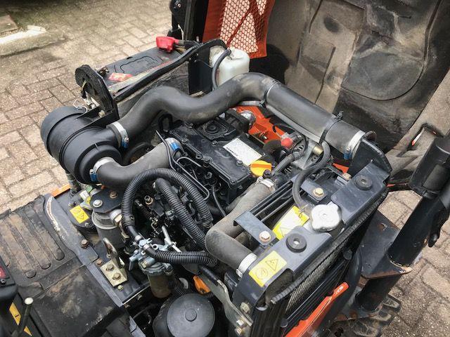 Фото двигателя мини экскаватора Hitachi из Европы