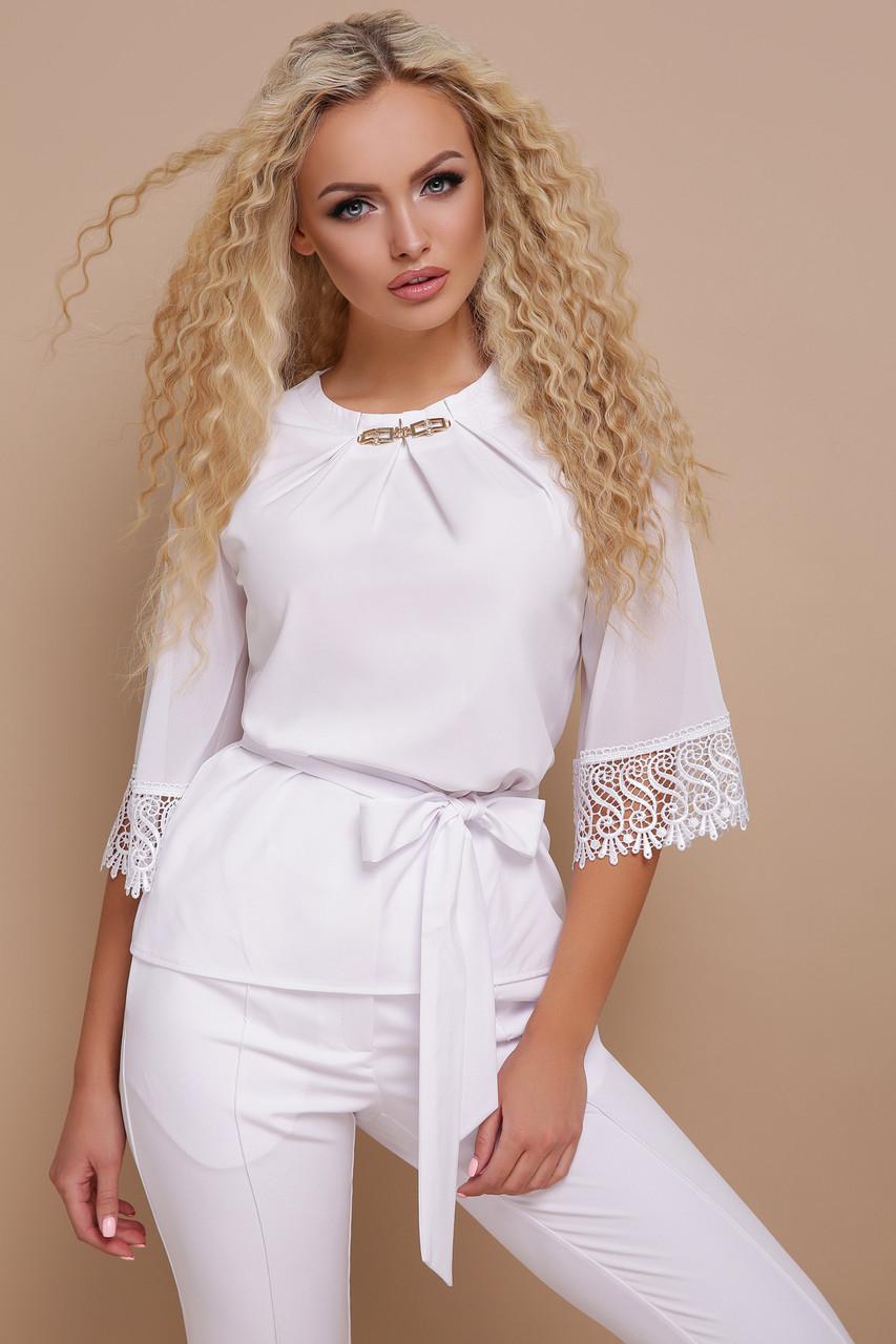 Нарядная белая блузка с драпировкой, широкими рукавами с кружевом и пояском Карла д/р