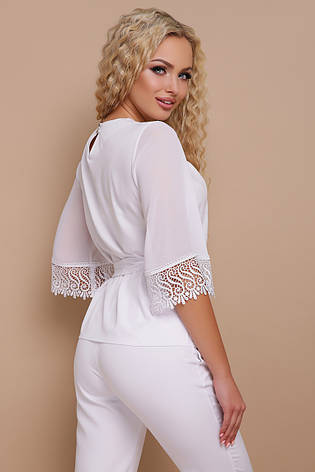 Нарядная белая блузка с драпировкой, широкими рукавами с кружевом и пояском Карла д/р, фото 2