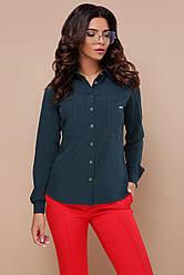 Женская деловая блузка на кнопках с карманами Кери д/р изумрудная