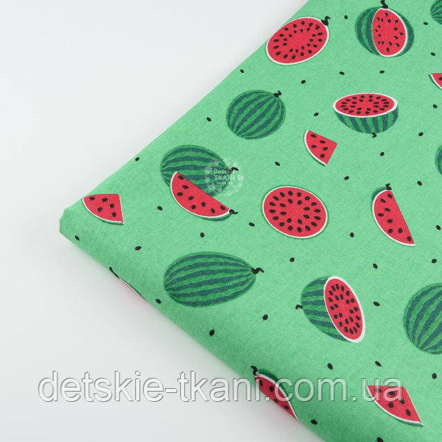 """Лоскут ткани №1405  """"Маленькие арбузы"""" размером 5 см на зелёном фоне"""