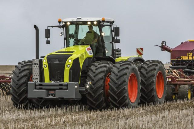 Фото сверхтяжелого трактора Case из Европы