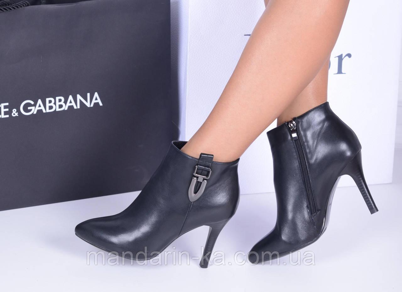 Женские ботинки черные  пряжка