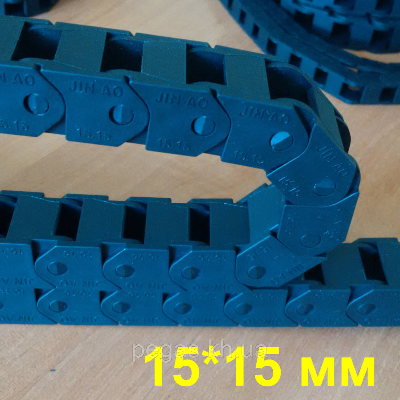 Кабелеукладчик с внутренним размером 15x15мм. Серия MINI