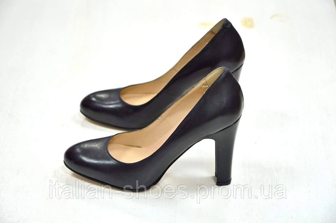 Женские итальянские черные кожаные туфли Carmens Padova
