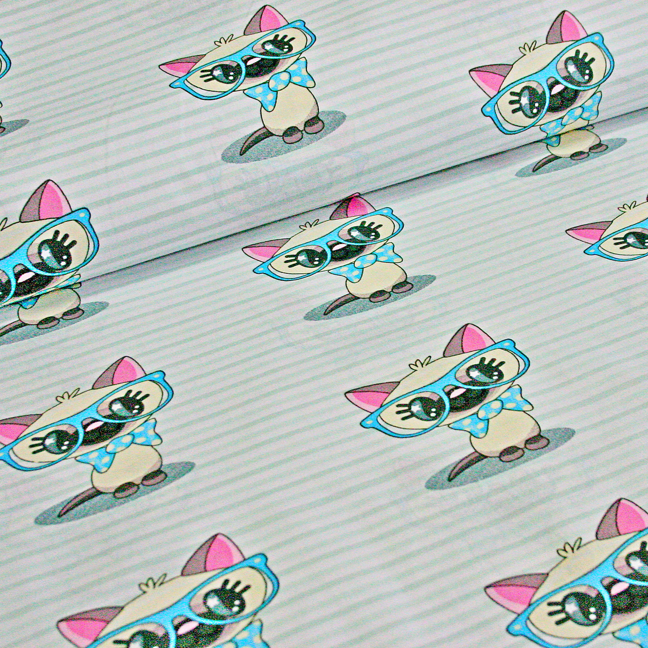 Ткань хлопковая, коты в бирюзовых очках на светло-мятной полоске