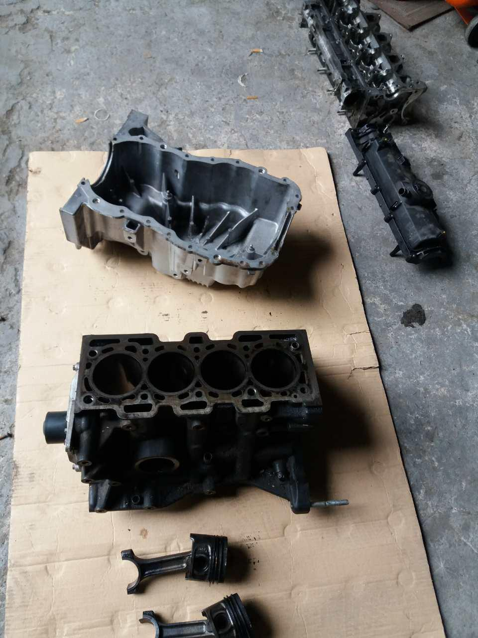 Б/у поршень / шатун двигуна Evro5 55 кВт 66 кВт Renault Kangoo 1.5 DCI 5-ступка Рено Кенго 2010-2015 р. р.