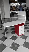 Маникюрный стол с ящиками и полочками бело-красный