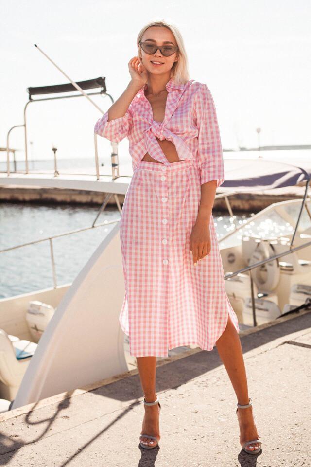Женское яркое летнее платье в клеточку