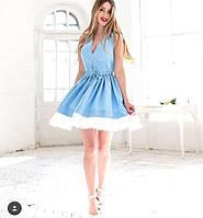 Небесно голубое приталенное платье с пышной юбкой.