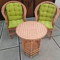 Комплект плетеной мебели с накидками