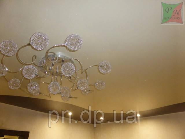 Натяжной потолок с криволинейным швом