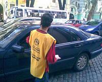 Раздача листовок на перекрестках Киев (Роздача листівок на перехрестях Київ)