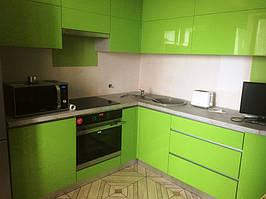 Интерьер кухни перед до установки скинали
