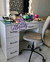 Профессиональный гримерный стол с большим количеством ящиков и зеркалом с лампами., фото 4