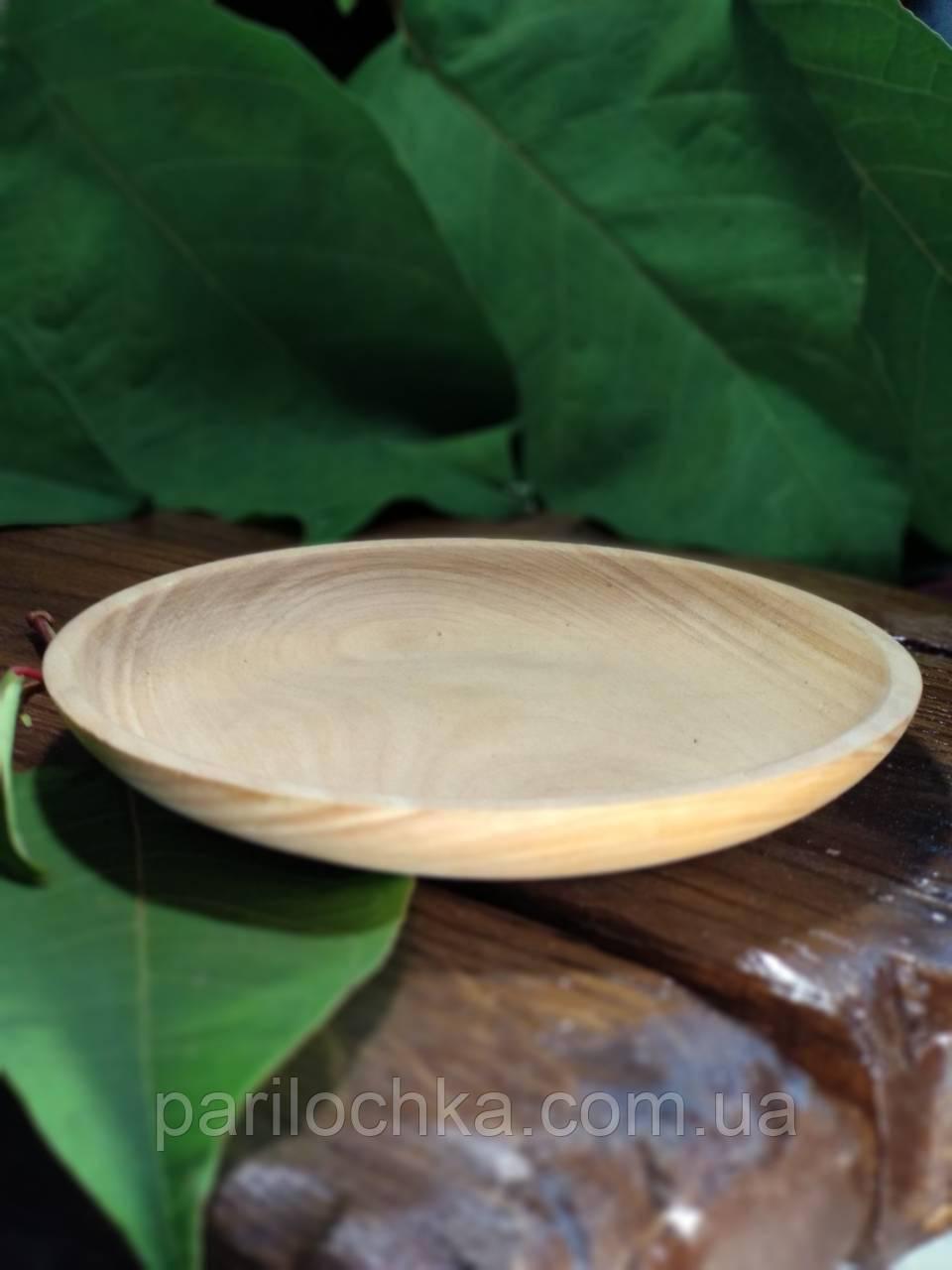 Плоская тарелка из дерева