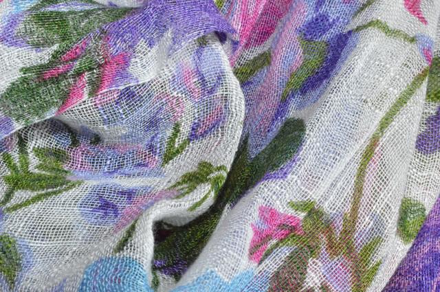Сиреневый льняной шарф с цветочным орнаментом фото 2