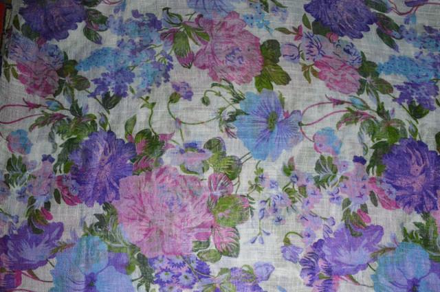 Сиреневый льняной шарф с цветочным орнаментом фото 3