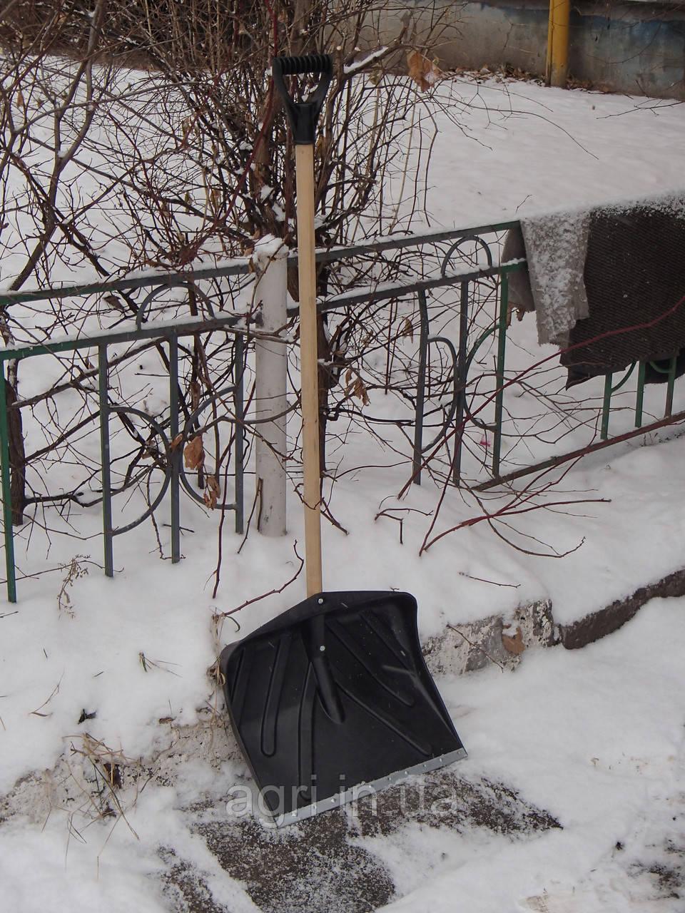 Лопата для уборки снега 42 см с деревянным черенком