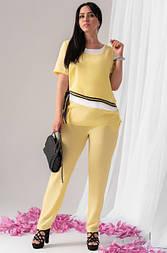 Женский брючный костюм желтого цвета. Модель 18926. Размеры 50-56