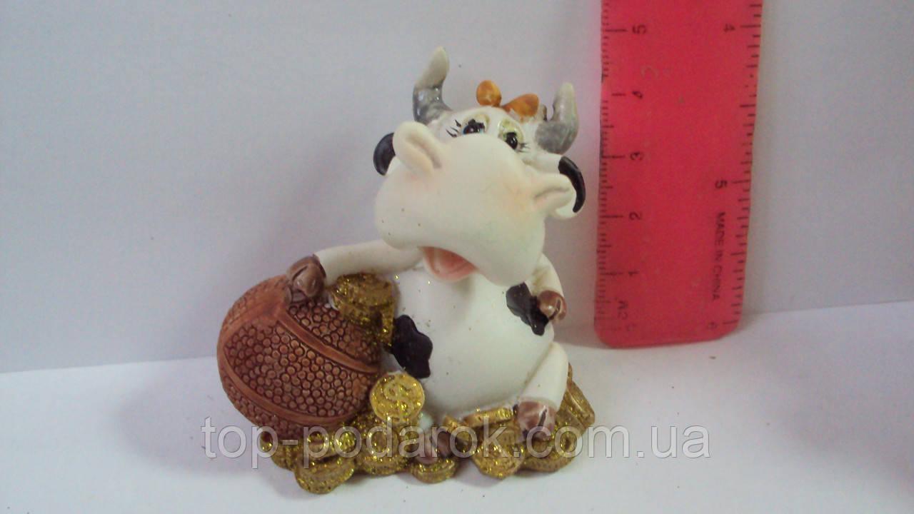 Статуэтка керамическая Коровка с мячом