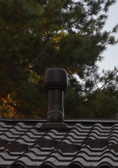 Изолированная труба вентиляционного выхода имеет колпак -  дефлектор, который усиливает тягу за счёт использования силы ветра. Для избегания конденсации влаги в вытяжном канале ВЕНТИЛЯЦИОННЫЙ ВЫХОД  изолирован.