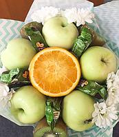 Фруктовый букет с хризантемами