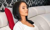Массажная подушка представляет собой небольшое устройство, которое способно оперативно устранить спинные боли и улучшить общее состояние организма. Она может быть использована в нескольких вариантах