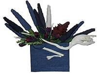 Букет из носков и цветов в синей папке